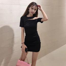 2018夏季新款小性感气质名媛女人味斜挂脖露肩包臀修身显瘦连衣裙