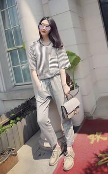 今年最流行的休闲风,春夏秋都可以穿, 平时搭配T恤,衬衫,卫衣再配一个今年流行的小白鞋 简约又时尚