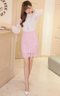 钩花设计的包臀短裙,上身效果甜美,透着名媛大牌的味道!搭配纯色雪纺衫,时尚大气。