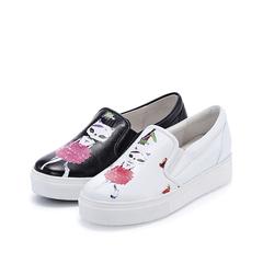 哈森harson2016春季新品舒适牛皮革平跟印花圆头板鞋