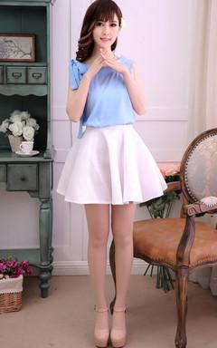 甜美无袖雪纺衫,袖口蝴蝶结系带设计,很仙哦~搭配蓬蓬网纱裙,更显淑女气质