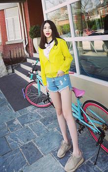 实用又方便的一套,春夏都可以穿,夏天可就是美美的防晒衣呢~搭配短裤或者运动休闲裤都可以。