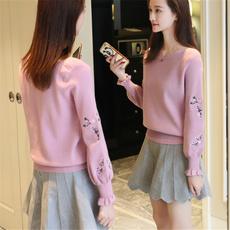 2017秋季新款韩版低领纯色宽松绣花喇叭袖长袖套头针织衫毛衣女装