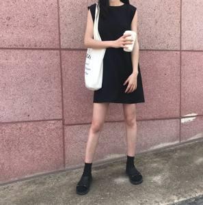 韩版夏季chic<span class=H>简约</span>百搭宽松圆领无袖纯色套头连衣裙中裙学生<span class=H>小</span><span class=H>黑裙</span>