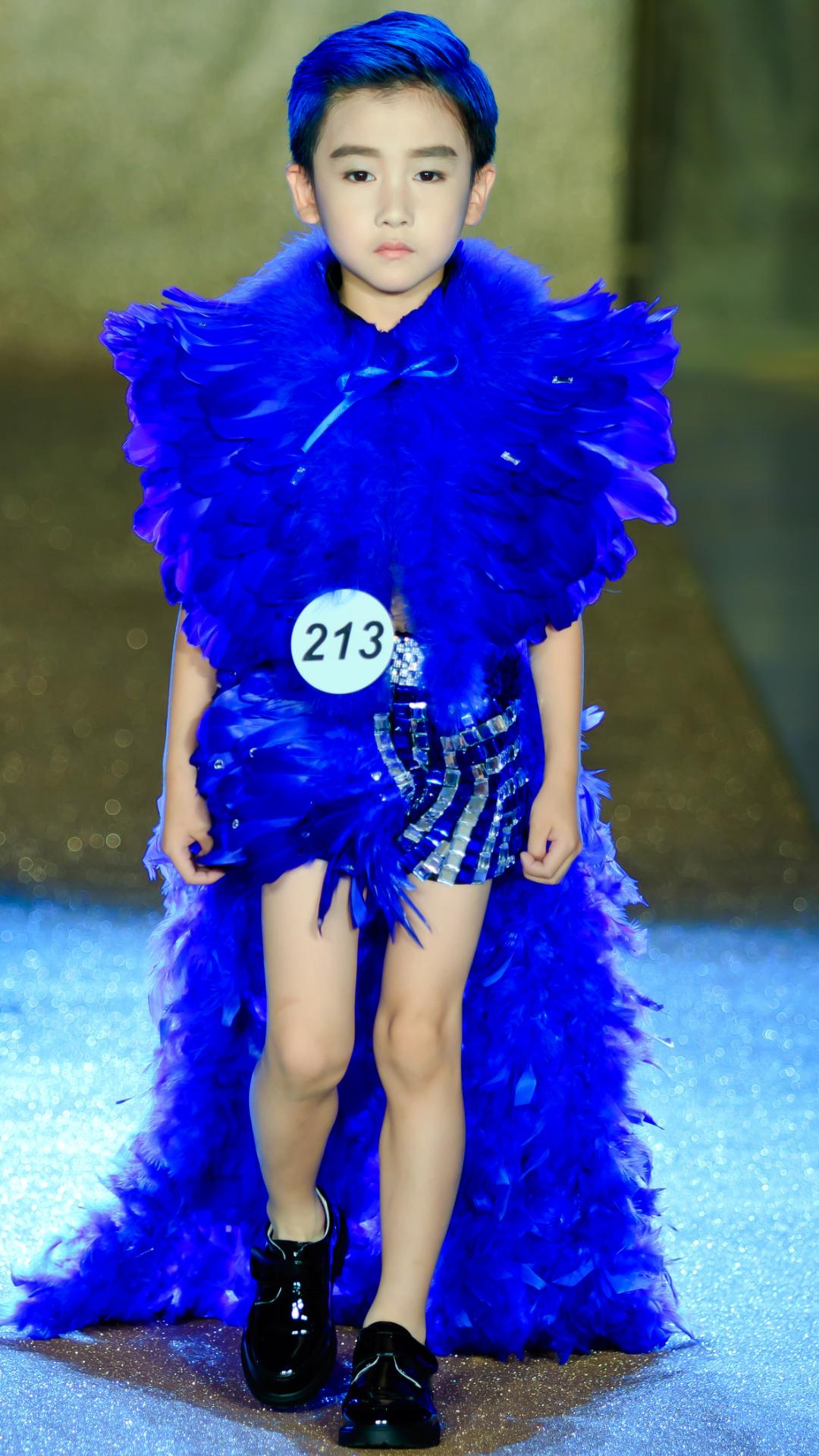 男童泳装羽毛 走秀 服饰羽毛脖领 模特大赛t台 创意 华服礼服服装
