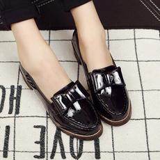 中跟粗跟职业黑色工作鞋女鞋 学院风英伦蝴蝶结漆皮浅口皮鞋单鞋