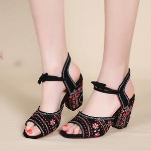 夏季民族风老北京布鞋复古刺绣鱼嘴凉鞋高跟旗袍鞋粗跟绣花女鞋老北京布鞋
