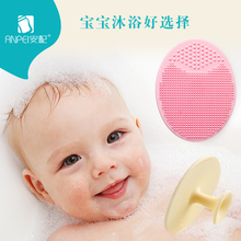 With baby shampoo, newborn baby massage, bathing shampoo, scaling, silicone gel soft brush.
