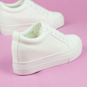 纯白色小白鞋女<span class=H>内增高</span>8cm皮面百搭系带浅口<span class=H>软皮</span>松糕厚底坡跟显瘦