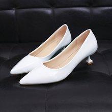 2021n春秋新式亮2w尖头高跟鞋白色猫跟3CM细跟浅口矮低跟女鞋