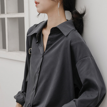 冷淡风am感灰色衬衫zi感(小)众宽松复古港味百搭长袖叠穿黑衬衣