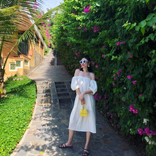 巴厘岛an边度假露背le一字领露肩宽松洋气仙女连衣裙长裙白色