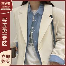 林诗琦奶杏白色休闲西装外