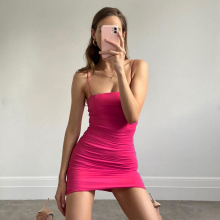 欧美粉bi系吊带裙子bi字领褶皱包臀短裙性感修身收腰连衣裙女