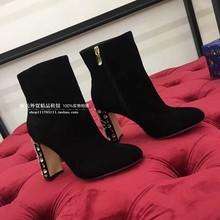 21秋bi新品黑色羊ai 水钻花朵高跟女靴真皮粗跟马丁靴时装靴