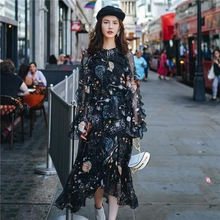 欧洲站ca端夏季新式ne计长裙轻熟印花黑色雪纺气质挖空连衣裙