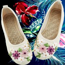 春夏新ch女鞋老北京li族风白色绣花鞋子平底妈妈亚麻大码单鞋