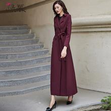 绿慕2dc21春装新xc风衣双排扣时尚气质修身长式过膝酒红色外套