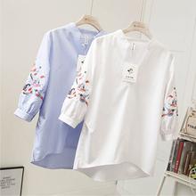 刺绣衬de女夏七分灯fe松V领条纹t恤(小)衫前短后长遮肚减龄上衣