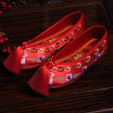 并蒂莲di式婚鞋搭配ta婚鞋绣花鞋平底上轿鞋汉婚鞋红鞋女新娘