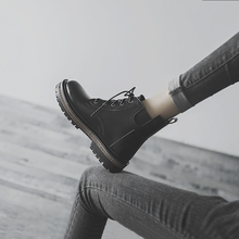 平底短en女2020rg新式加绒短筒女靴百搭英伦风马丁靴ins潮酷