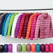 202es年秋冬新式ac轻薄溥羽绒服时尚休闲立领宽松大码羽绒。
