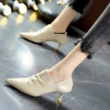 韩款尖fr漆皮中跟高wq女秋季新式细跟米色及踝靴马丁靴女短靴