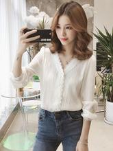 21雪ge衬衫女20te式初春韩款V领上衣长袖洋气衬衣(小)众白色衬衫