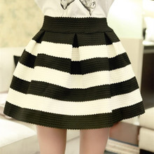 春秋新款黑白条纹短裙蓬蓬