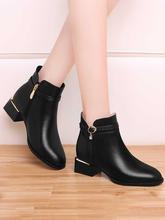黑色短gr女靴子羊皮en0年新式秋冬季圆头方跟加绒棉皮鞋女妈