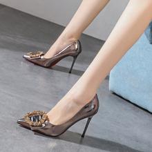 水钻金gs扣枪色气质ge2020春式百搭漆皮高跟鞋尖头细跟年会鞋