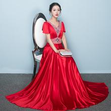 高档合ha服长裙演出ve的显瘦亮片式中老年大合唱团