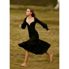 法式(小)hh宫廷复古桔zm会长裙收腰显瘦气质长袖黑色度假连衣裙