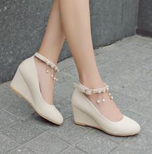 甜美中跟单鞋is3坡跟高跟be新款淑女百搭圆头浅口一字扣春鞋