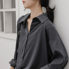 冷淡风ja感灰色衬衫on感(小)众宽松复古港味百搭长袖叠穿黑衬衣