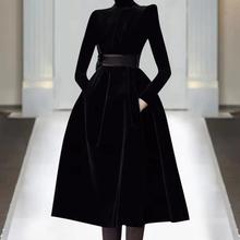欧洲站ji021年春ke走秀新式高端女装气质黑色显瘦丝绒连衣裙潮