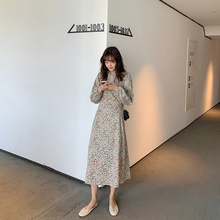 长袖碎jl连衣裙20lk季新式韩款复古收腰显瘦圆领灯笼袖长式裙子
