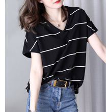 夏季新式v领黑白条纹短袖t恤ko11韩款宽ri冰丝针织衫ins潮
