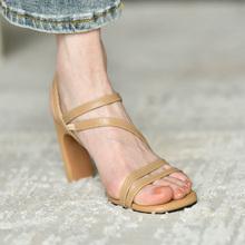 皮厚先la 黑色真皮ja鞋女夏季2020年新式 粗跟气质女性罗马鞋