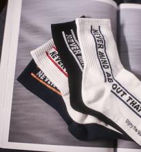 韩国进li纯棉男袜原sa风字母休闲袜子四季袜子中筒袜