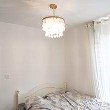 卧室灯li欧ins少ei美式房间灯后现代楼梯网红服装店贝壳吊灯