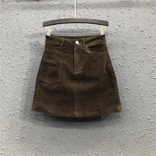 高腰灯li绒半身裙女zi1春夏新式港味复古显瘦咖啡色a字包臀短裙