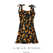 夏装新ma女(小)众设计he柠檬印花打结吊带裙修身连衣裙度假短裙