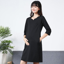 孕妇职my工作服20tv季新式潮妈时尚V领上班纯棉长袖黑色连衣裙