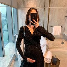 孕妇连nu裙秋装黑色ng质减龄孕妇连衣裙 洋气遮肚子潮妈名媛
