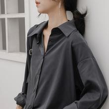 冷淡风ou感灰色衬衫lb感(小)众宽松复古港味百搭长袖叠穿黑衬衣
