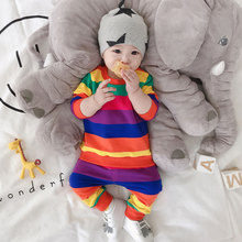 0一2pa婴儿套装春at彩虹条纹男婴幼儿开裆两件套十个月女宝宝