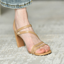 皮厚先pi 黑色真皮ei鞋女夏季2020年新式 粗跟气质女性罗马鞋