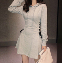 202pi年春季新式yp码女装短式连衣裙连帽抽绳卫衣短裙运动风
