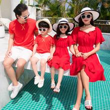 亲子装pi装春装新式tp洋气一家三口四口装沙滩母女连衣裙红色